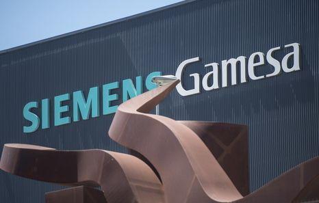 Gamesa se hunde por un 'profit warning' en plena pelea de Iberdrola y Siemens